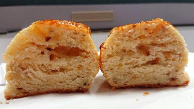 4種のナッツとホワイトチョコのスコーン(断面) La boulangerie Quignon(キィニョン)