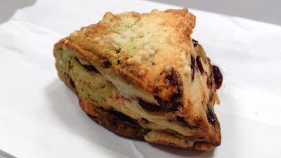 ベリーベリーピスタチオスコーン|La boulangerie Quignon(キィニョン)