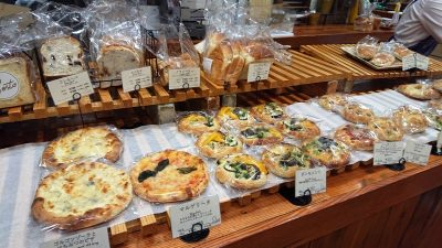 棚に並んだパン|Sesto グランデュオ立川店